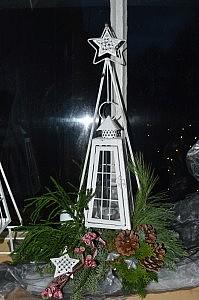 lantaarn compleet met standaard en bloemstuk € 30.00
